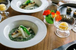 錦江湾産 鮃(ヒラメ)のポワレ 青のりソース 春野菜うるいを添えて